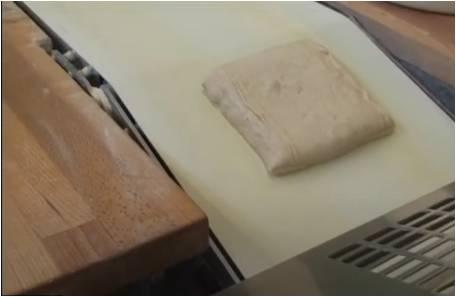Porcija testa s stroja TWIN DIVIDER za ročno zaključno oblikovanje
