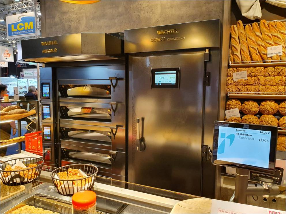 Etažna peč s komoro za avtomatsko odtajevanje in fermentacijo.