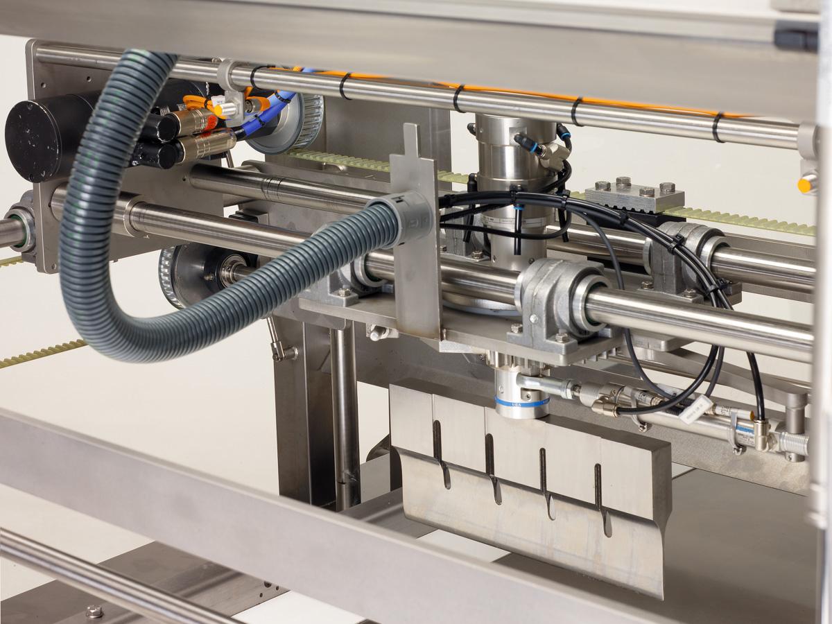 Ultrazvočni stroj za rezanje tort in različnih slaščic BAKON INLINE-04