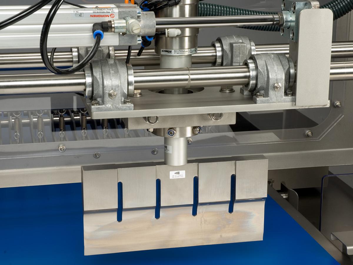 Ultrazvočni stroj za rezanje tort in različnih slaščic BAKON INLINE-05