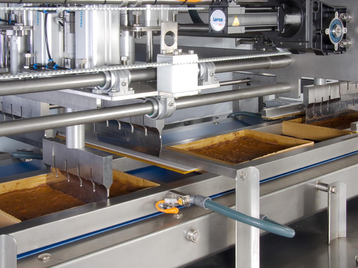 Ultrazvočni stroj za rezanje tort in različnih slaščic BAKON INLINE-07